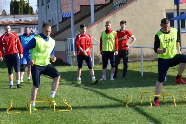 Futbalisti Diviak trénujú trikrát do týždňa.