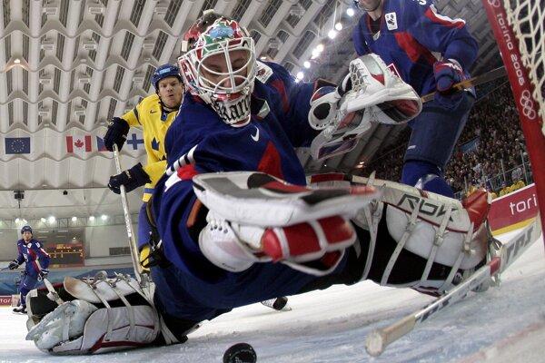 Turín – zimné olympijské hry vroku 2006. Karol Križan chytá vzápase proti Švédom.