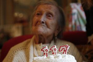 Talianka Emma Moranová sa dožila 117 rokov. Narodila sa v roku 1899 a zomrela v roku 2017. Patrí medzi superstoročných ľudí, ktorí sa dožili 110 rokov.