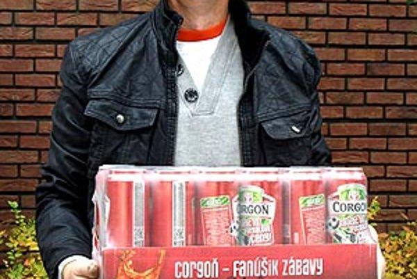 Pre kartón piva, ktorý vyhrala Jana Gálová zo Žirian, prišiel jej manžel Jozef Gál.