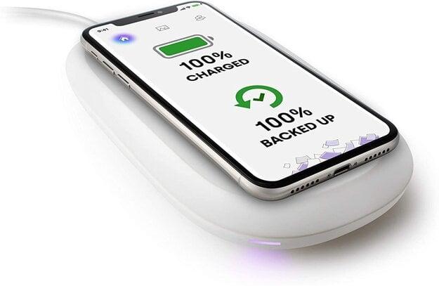 Zariadenie, ktoré vám bezdrôtovo nabije smartfón a bezdrôtovo zálohuje fotografie, videá a kontakty.