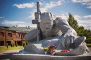 Pamätník pri Brestskej pevnosti. Dobové nápisy dosvedčia, o čo sa tu bojovalo.