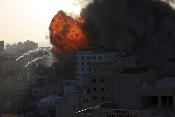 Izrael pokračuje v náletoch na Gazu.