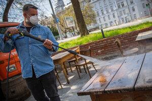Aké sú pravidlá nosenia rúšok a respirátorov od 17. mája?