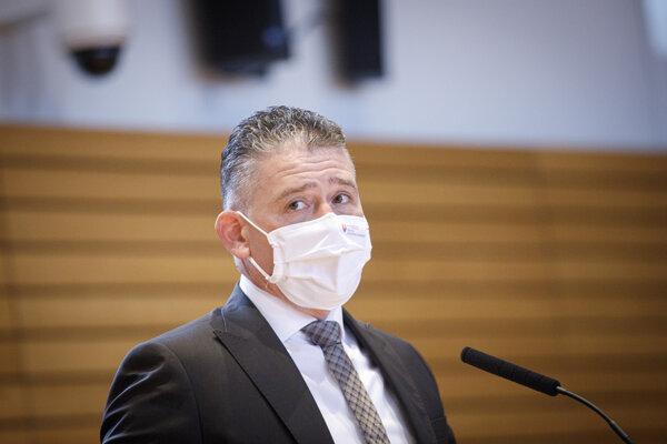 Minister Mikulec.
