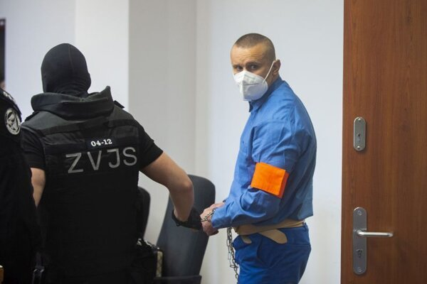 Na snímke obvinený bos skupiny piťovcov Juraj O. počas pojednávania na Špecializovanom trestnom súde (v Pezinku.