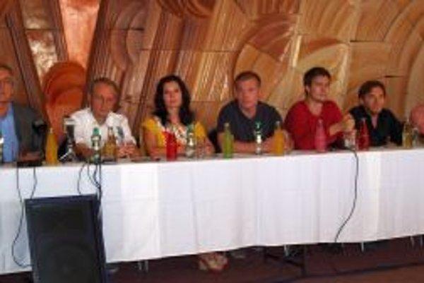 Na tlačovke sa stretli predstavitelia DAB, tvorcovia hier i herci.