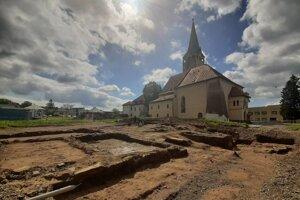 V Stropkove spustili záverečnú fázu archeologického prieskumu hradu.