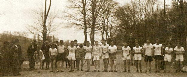 Na štart prvého ročníka behu Devín – Bratislava sa postavilo 37 pretekárov.