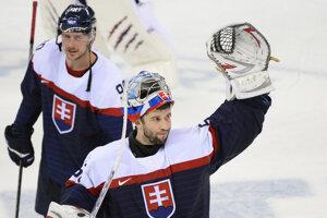 Vicemajster sveta v ľadovom hokeji, brankár Ján Laco. V pozadí Tomáš Tatar.