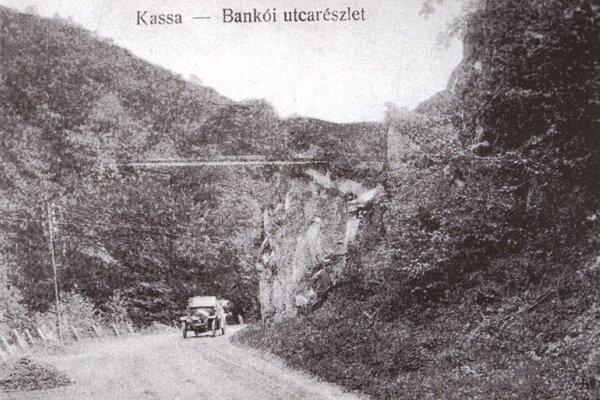 Cesta na Bankov.