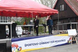 Športovo-zábavný deň nemocnice moderovala R. Cenková.