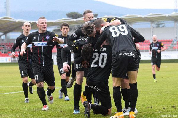 Slask Vroclav a FC Fehérvár. Aj také tímy môžu zavítať do ViOn Arény, keď futbalisti Zlatých Moraviec uspejú v semifinále a finále play-off o Konferenčnú ligu UEFA.