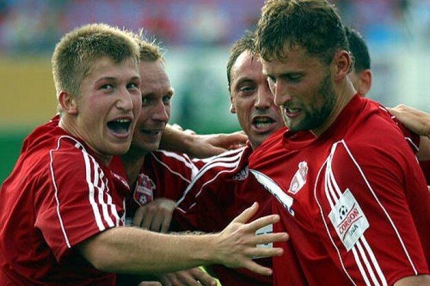Roman Greguška (tretí zľava) bol súčasťou zlatej éry FC ViOn. V klube pôsobil v rokoch 2003 - 2009.