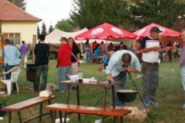Na 3. ročníku súťaže vo varení kotlíkového guláša sa zúčastnilo 19 družstiev.