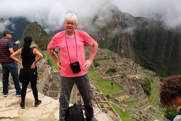 Riaditeľ Technických služieb mesta Humenné, cestovateľ a fotograf Milan Kuruc v Machu Picchu v Peru.