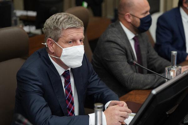 Minister zdravotníctva SR Vladimír Lengvarský počas rokovania 13. schôdze vlády SR. Bratislava 26. máj 2021.