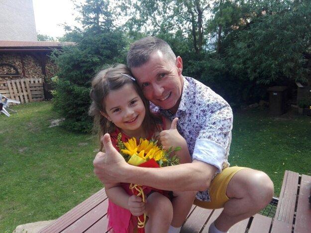 Ladislav Ogurčák učí už viac ako 25 rokov, menšie deti motivuje k plávaniu, z tých väčších vychováva budúce učiteľky v škôlke na pedagogickej strednej škole v Levoči.