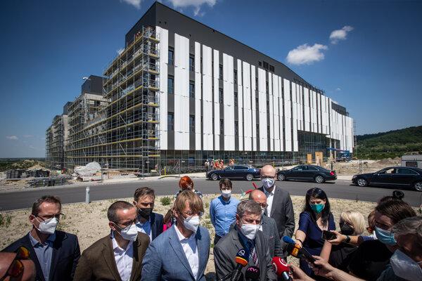 Minister zdravotníctva Vladimír Lengvarský (OĽaNO) sa prišiel do nemocnice na Boroch inšpirovať, ako postaviť nemocnicu na Rázsochách.