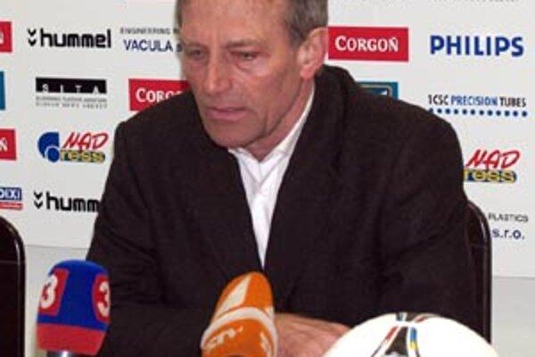 Ladislav Jurkemik bude trénerom Nitry aj v sezóne 2012/13.