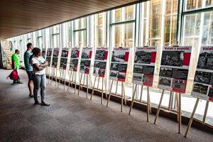 Dve desiatky panelov v areáli banskobystrického Pamätníka SNP zachytáva osud slovenských obcí, ktoré vypálili fašisti počas 2. svetovej vojny. V Banskej Bystrici 28. augusta 2019.