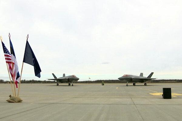 Spoločné cvičenie amerických a európskych jednotiek v Estónsku.