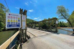 Obojsmerný most s chodníkom pre chodcov a cyklistov nahradí nevyhovujúci jednosmerný provizórny most do časti Iliaš.