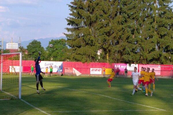 Za chrbát brankára Námestova Tomáša Lešňovského nedostali futbalisti Bánovej loptu ani raz.
