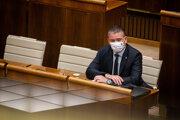 Minister vnútra Roman Mikulec čelí odvolávaniu.