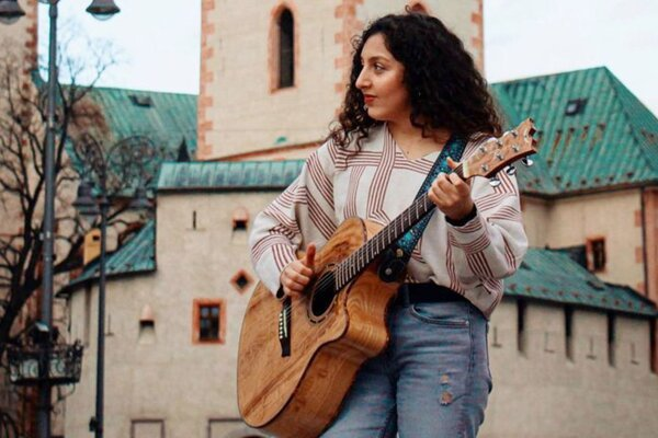 Na koncerte počas Dní mesta Banská Bystrica sa predstaví aj speváčka zo Sýrie Lara Abou Hamdan.