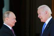 Ruský prezident Vladimir Putin a americký prezident Joe Biden na summite v Ženeve.