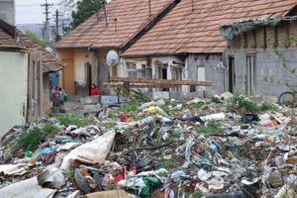 Mesto dalo odpad opakovane odviezť, stále však pribúda nový.