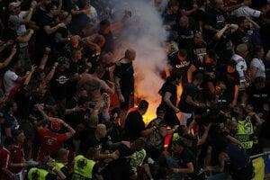 Na Euro 2020 hrozia aj iné ohniská. V Maďarska sa na štadióne stretlo 60-tisíc ľudí.