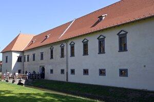 Zrekonštruovaná budúva kaštieľa v obci Borša v okrese Trebišov.