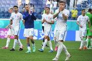 Slovenskí futbalisti po prehre v zápase Slovensko - Švédsko na ME vo futbale (EURO 2020 / 2021).