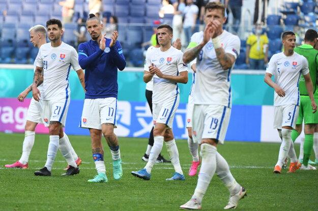 Slovenskí futbalisti po prehre v zápase so Švédskom na ME vo futbale.
