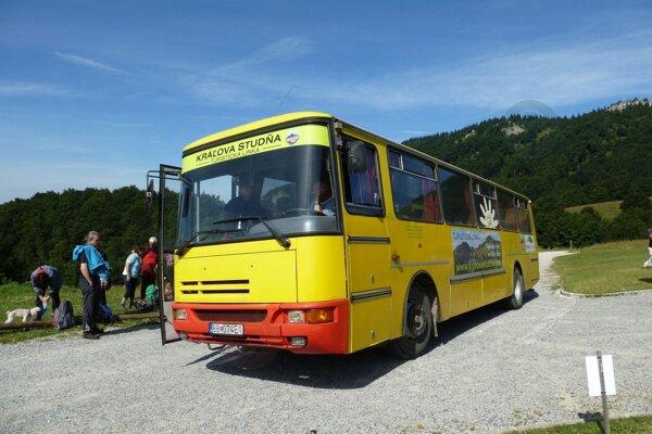 Cyklobusy a tourbusy budú počas leta jazdiť v piatich regiónoch Banskobystrického kraja.