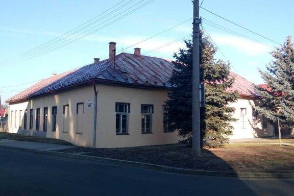 V tejto budove vzniká denný stacionár pre seniorov.
