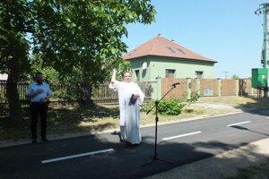 Novú cyklotrasu posvätil kňaz.