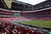 Fanúšikovia na Wembley počas EURO 2020.