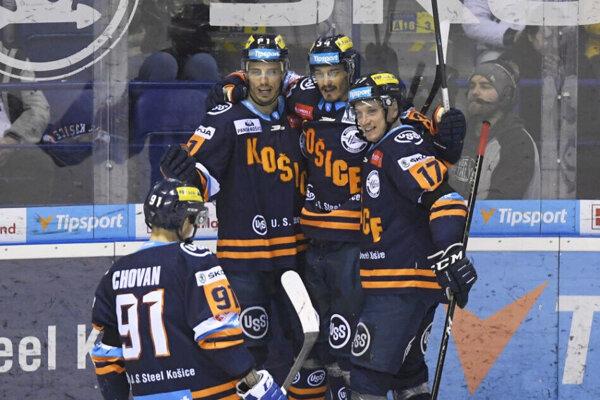 Klub HC Košice predĺžil zmluvu trom útočníkom na ďalšiu sezónu.
