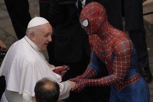 Pápež František je nekonvenčný. Minulý týždeň sa napríklad stretol so Spidermanom.