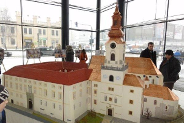 Zmenšenina Nitrianskeho hradu je prepracovaná do najmenších detailov.