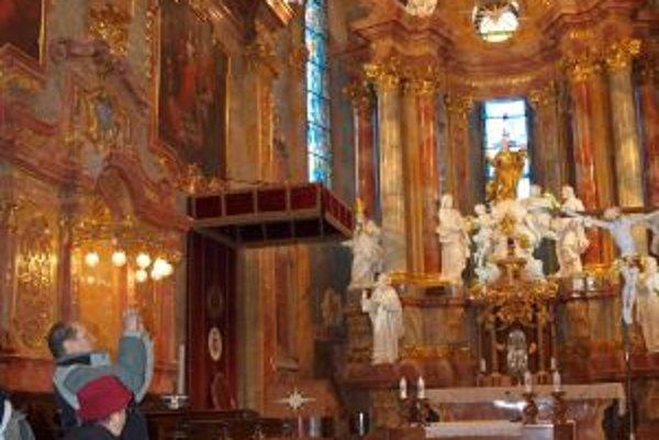 Bazilika sv. Emeráma udivuje svojou krásou a dekoratívnosťou.