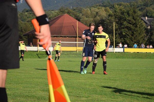 Individuálnym výkonom najviac zaujal Peter Mintách z Belej (v žltom), ktorý sa proti Oščadnici gólovo presadil až šesťkrát.