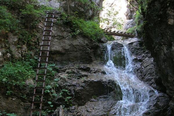 Vodopád v rokline Kyseľ .