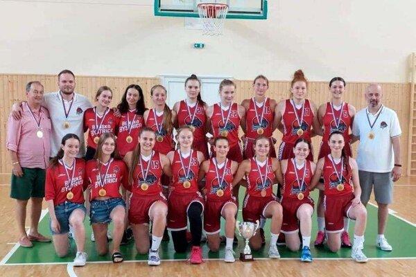 Juniorské družstvo ŠKP 08 Banská Bystrica/BK Zvolen so zlatými medailami.