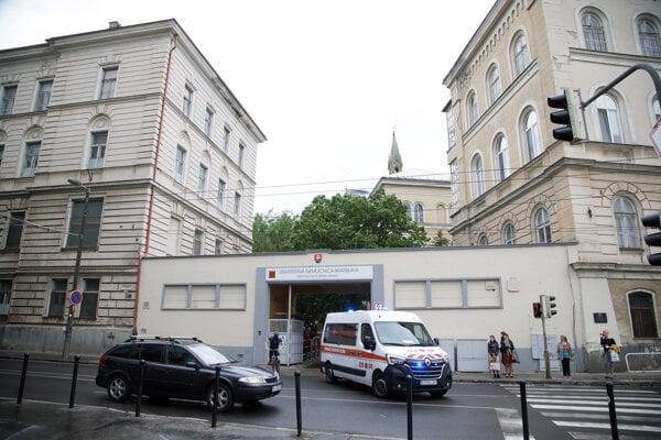 Budova Univerzitnej nemocnice Bratislava.