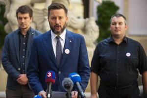 Bratislavský primátor Matúš Vallo počas piatkovej tlačovej konferencie.