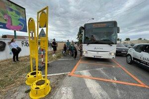 Autobusové zastávky presunuli aj na Rybníkovú.